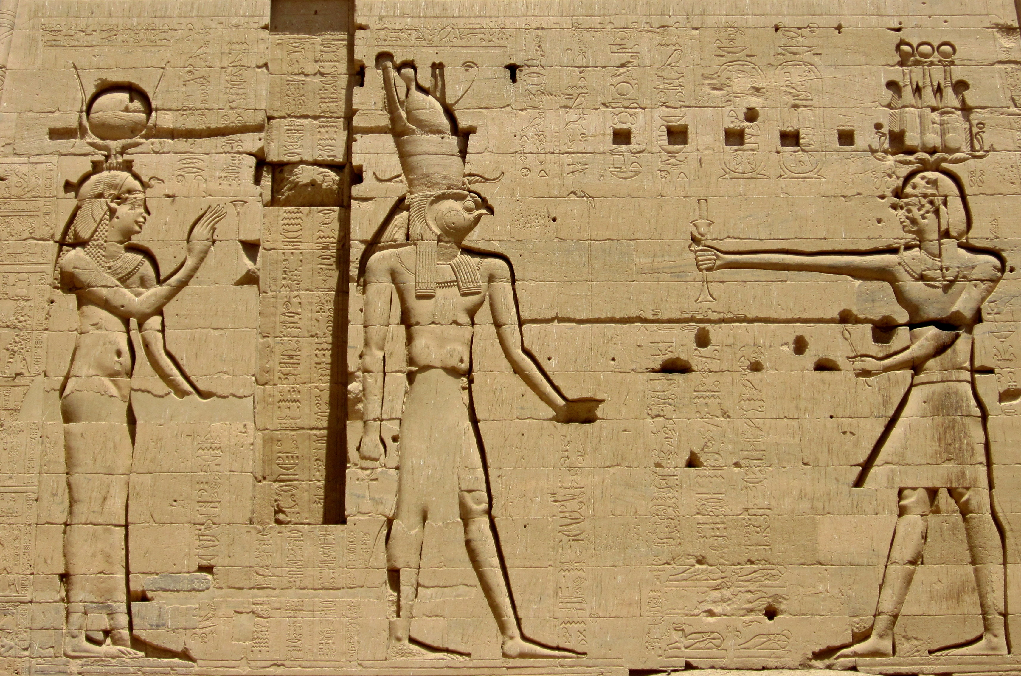 philae temple is dedicated to isis