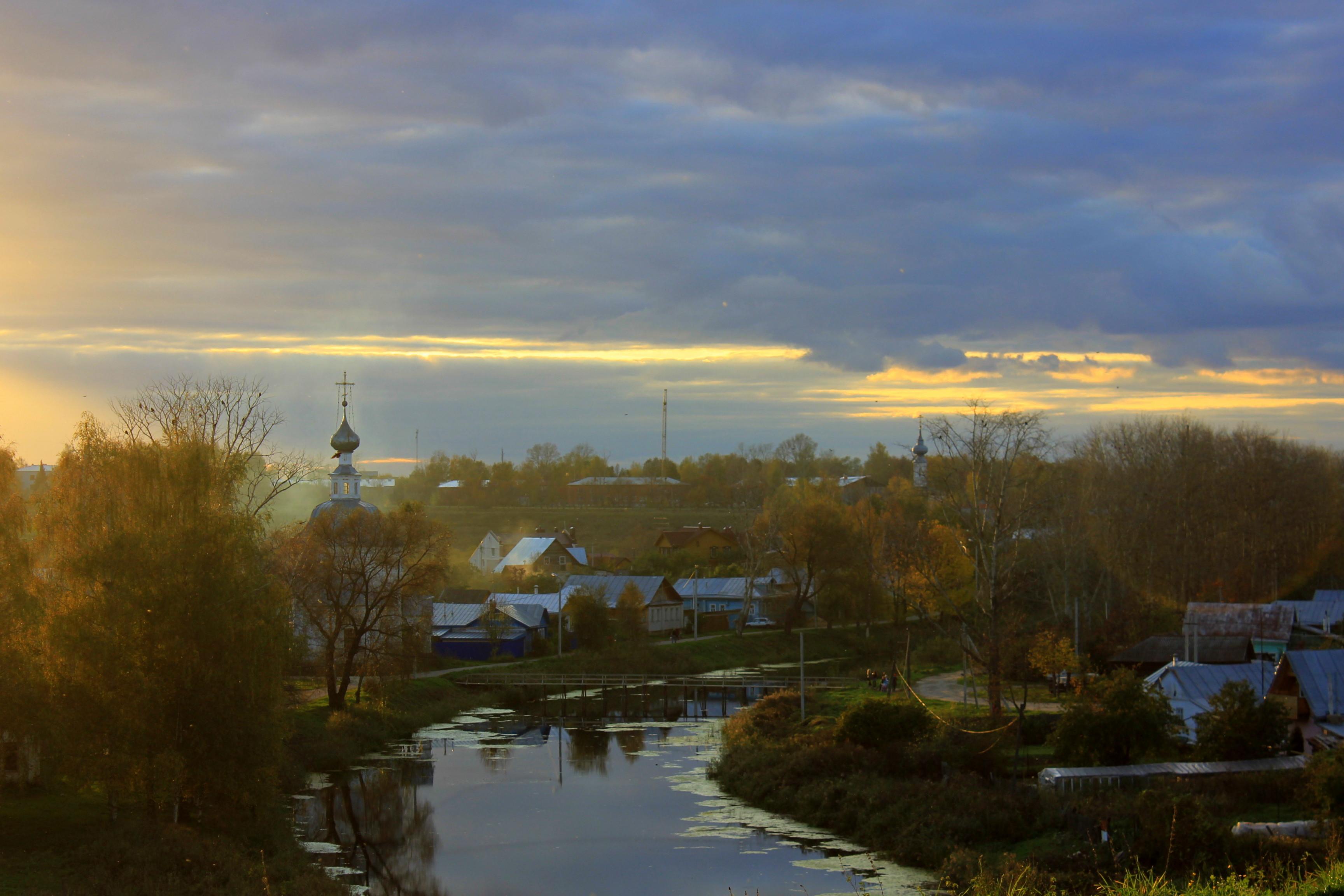 kamenka river in suzdal