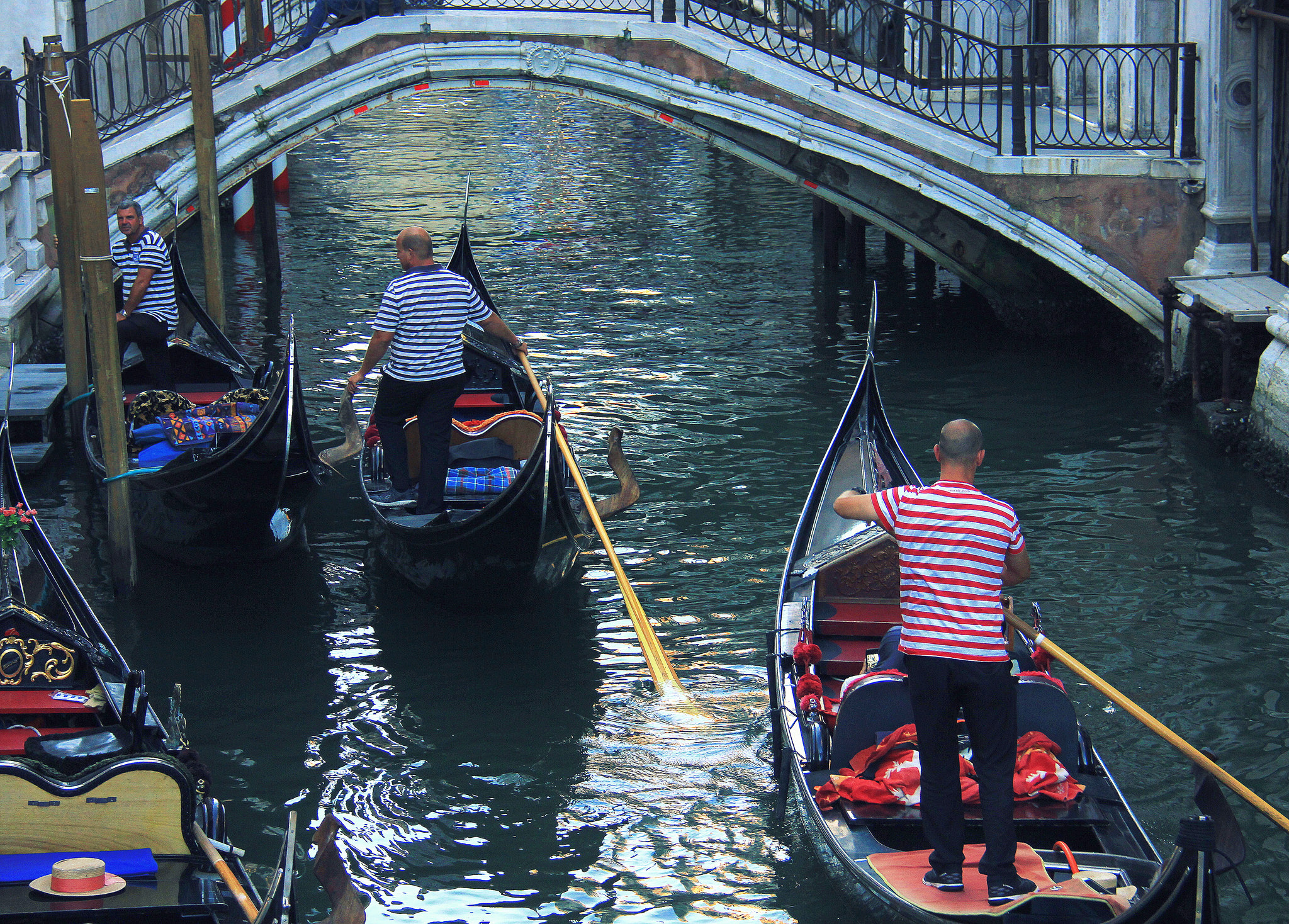 Venice gondola ride is an expensive thing to do in your venice trip