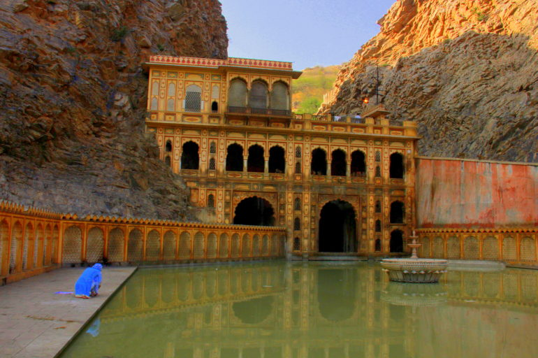The monkeys and the holy spring of Galtaji in Jaipur