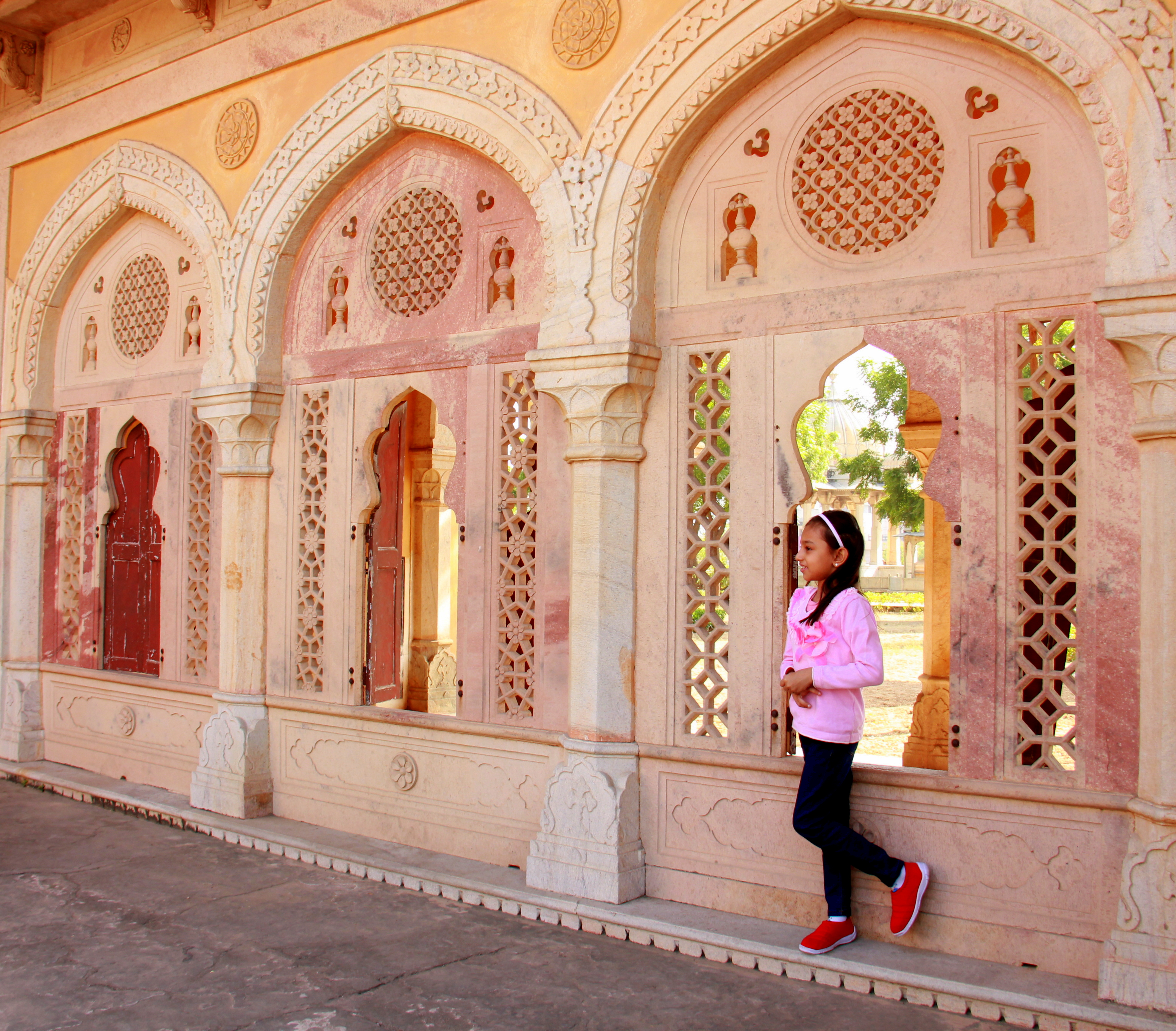 Royal cenotaph is a relaxing space in jaipur with kids