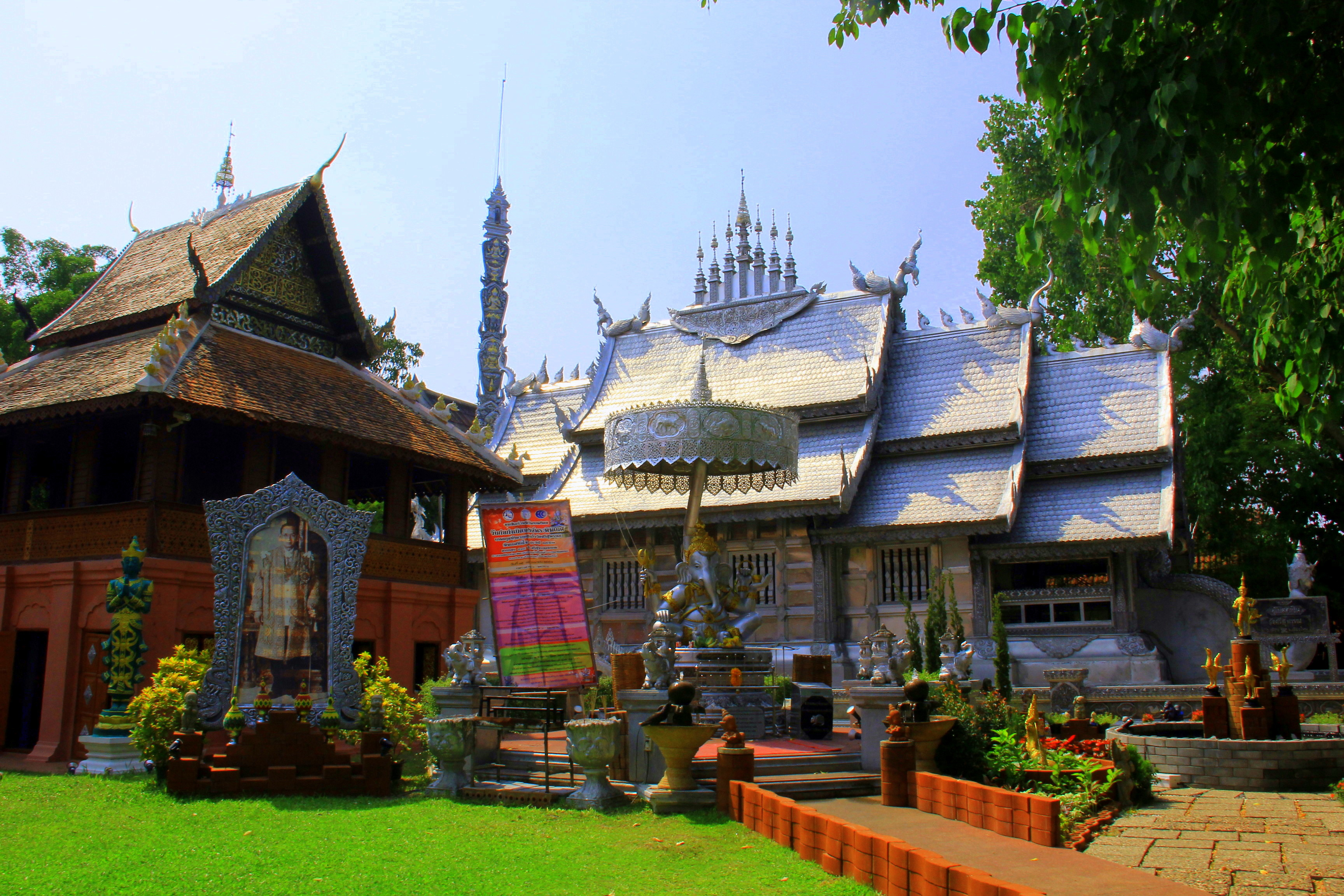 wat sisuphran is the most beautiful of the chiang mai temples