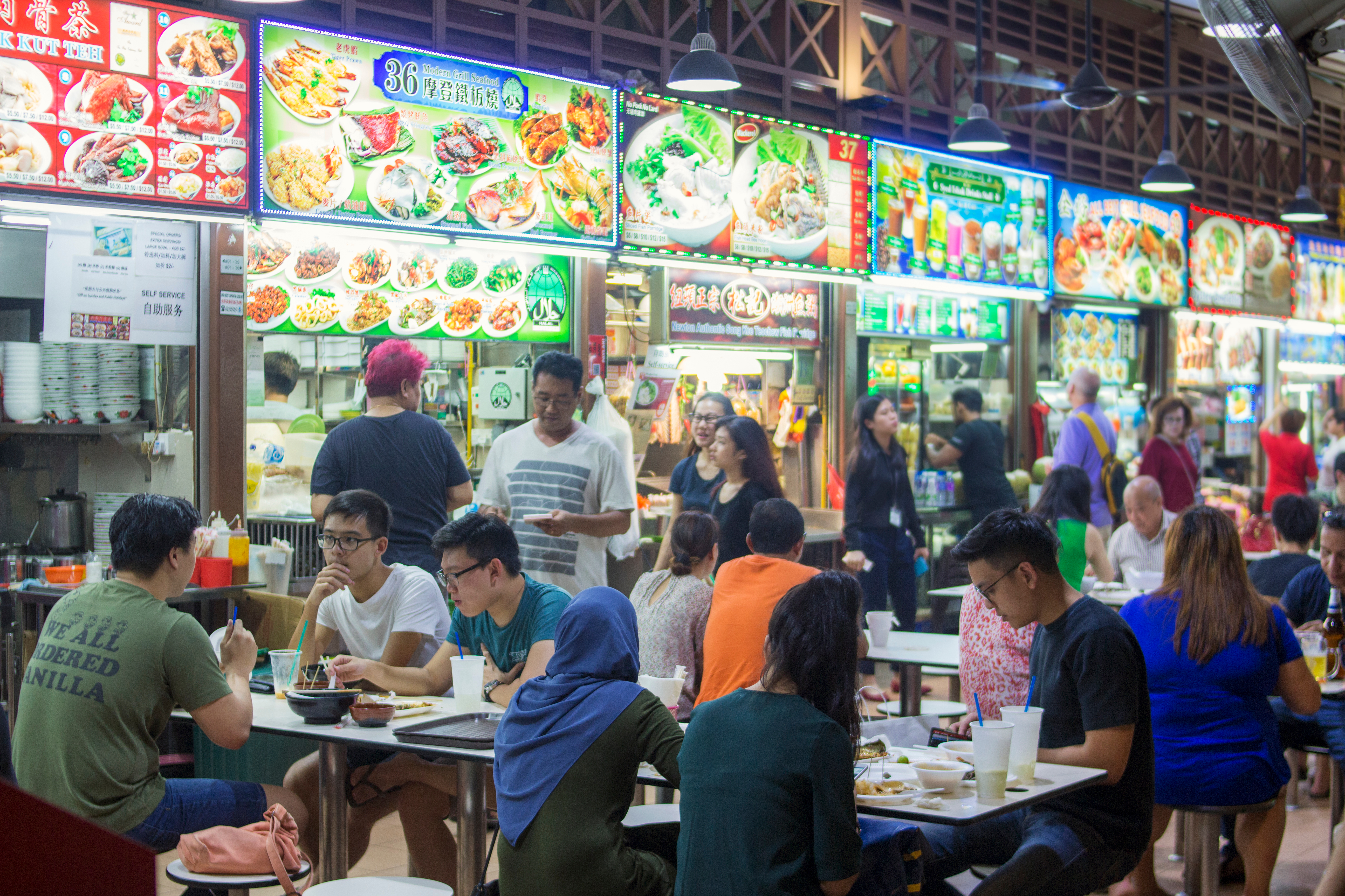 Newton food center is famous eating place for locals and tourists. Comprehensive food court offering one-stop of mix street food from Chinese, Malay and Indian hawkers