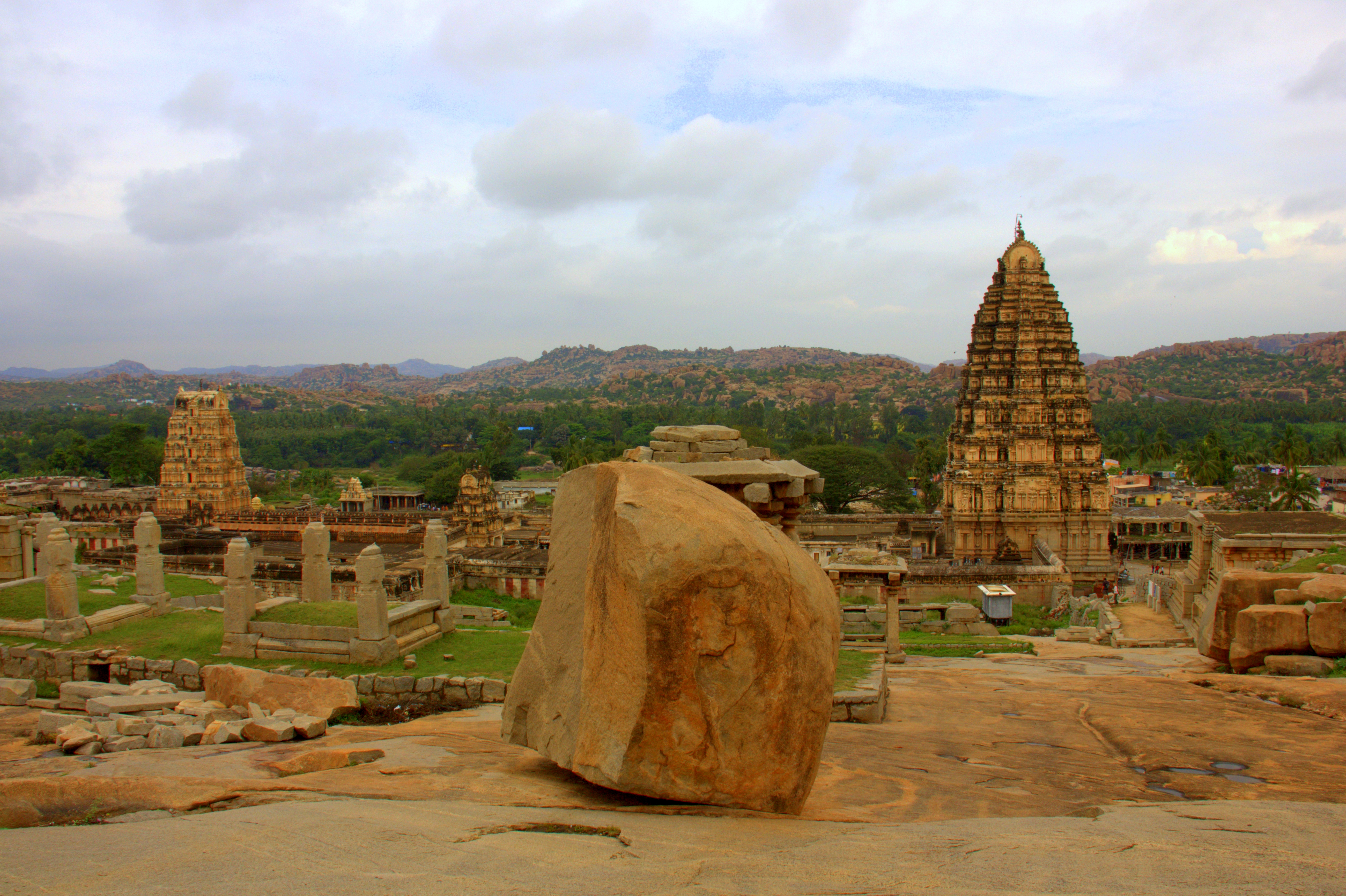 the virupaksha temple in hampi
