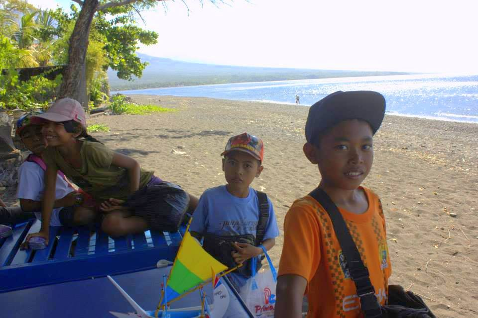 Friend;y kids on the Amed beach