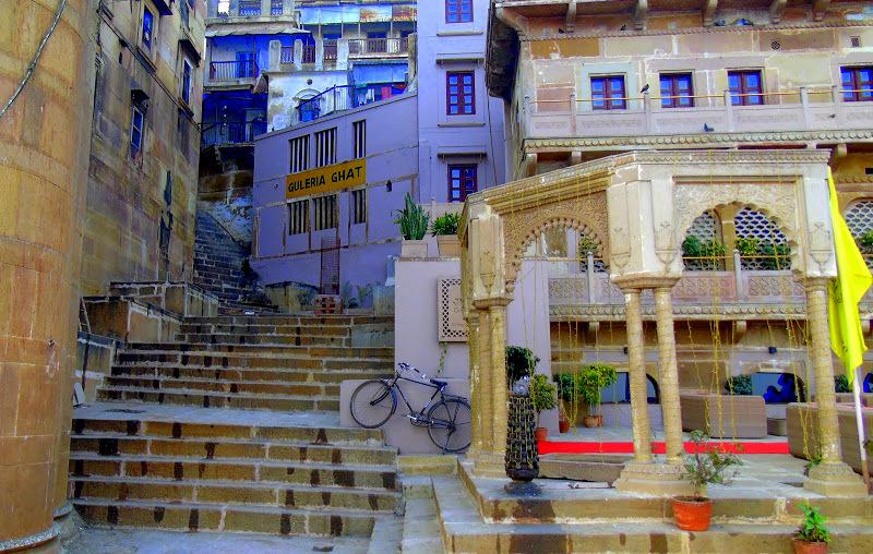 Varanasi ghats has hotels