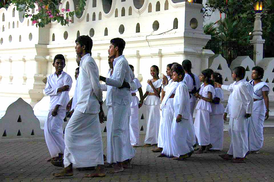 devotees at temple of tooth in kandy