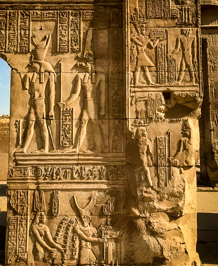 kom ombo temple column